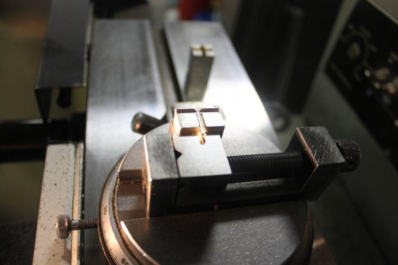 latch pin on comparator.jpg
